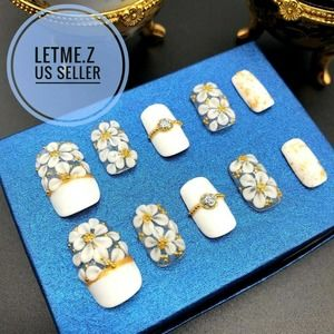 Press on Nails Glue On Acrylic White Flower Gold